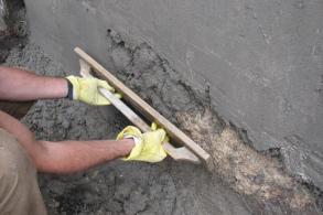 Как наносят штукатурку цементный раствор керамзитобетон строительство домов