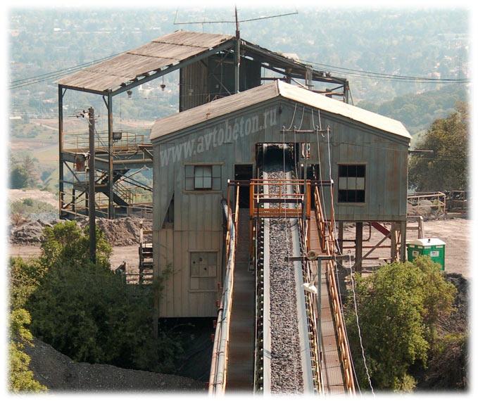 подача сырья на цементном заводе